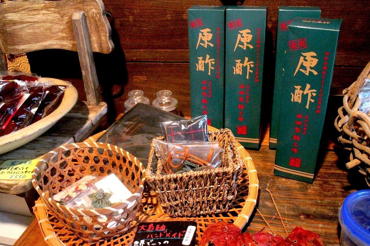 「加計呂麻島にある400年の伝統をもつ老舗黒糖工場、西田製糖工場に行ってきた!」のアイキャッチ画像