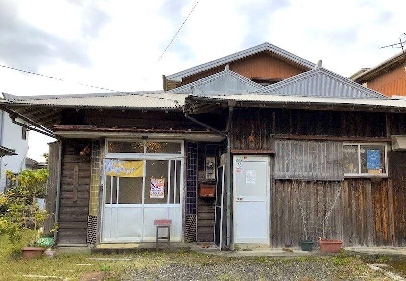 「田舎に帰って来たような温かい味わいと確かな味!奄美大島にきたら「とよひかり珈琲」に行くべき!」のアイキャッチ画像
